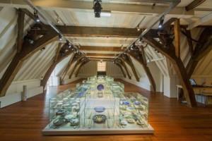 Opstelling keramiek in de Princessehof in Leeuwarden